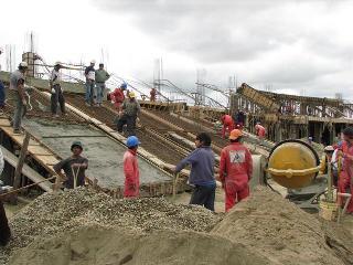 El gobernador su amigo fiscal y sus parientes for Construccion de piscinas en paraguay