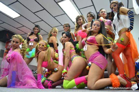 Chicas Con La Cola Parada Poringas